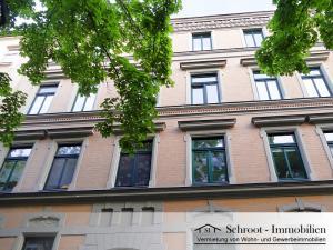 Fassade Hausansicht - Wohnungen in der Bernhardystraße 55, südliche Innenstadt von Halle (Saale)