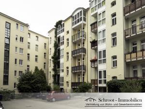 Innenhof mit Parkplätzen - Wohnungen in der Parkstraße 23, Innenstadt von Halle (Saale) im Charlottenviertel zentrumsnah wohnen