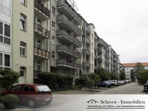 Innenhof mit Parkplätzen - Wohnungen in der Parkstraße 24, Innenstadt von Halle (Saale) im Charlottenviertel zentrumsnah wohnen